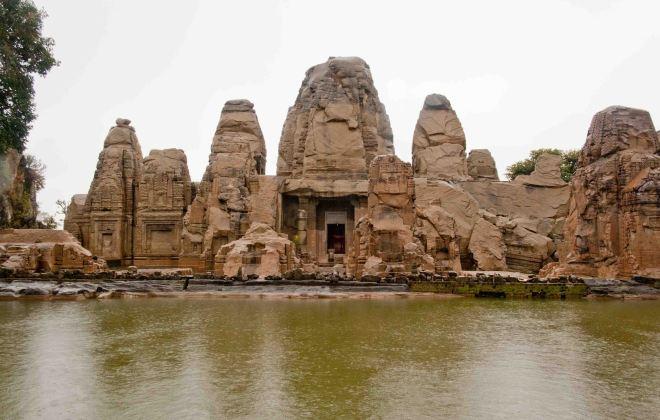 Masroor rock temple